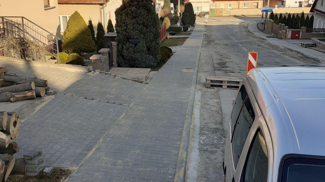 Pokračovanie v oprave chodníkov